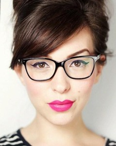 como-fazer-maquiagem_maquiagem-com-oculos-560x700